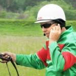 Юрий Татаринов, не отрываясь от вожжей, по телефону управляеет хозяйством_2